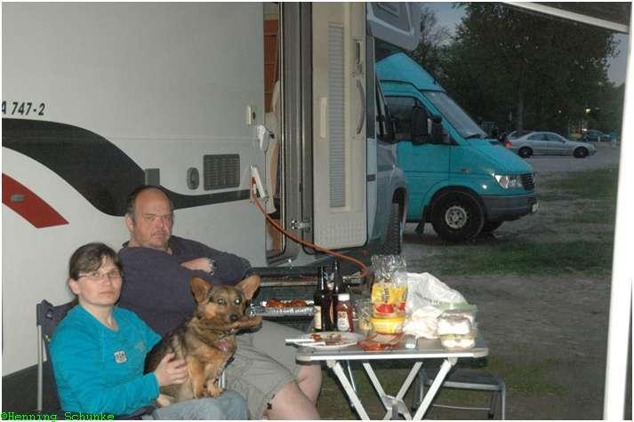 Proudbadener (Bernd) und Frau mit Hund am Rhein